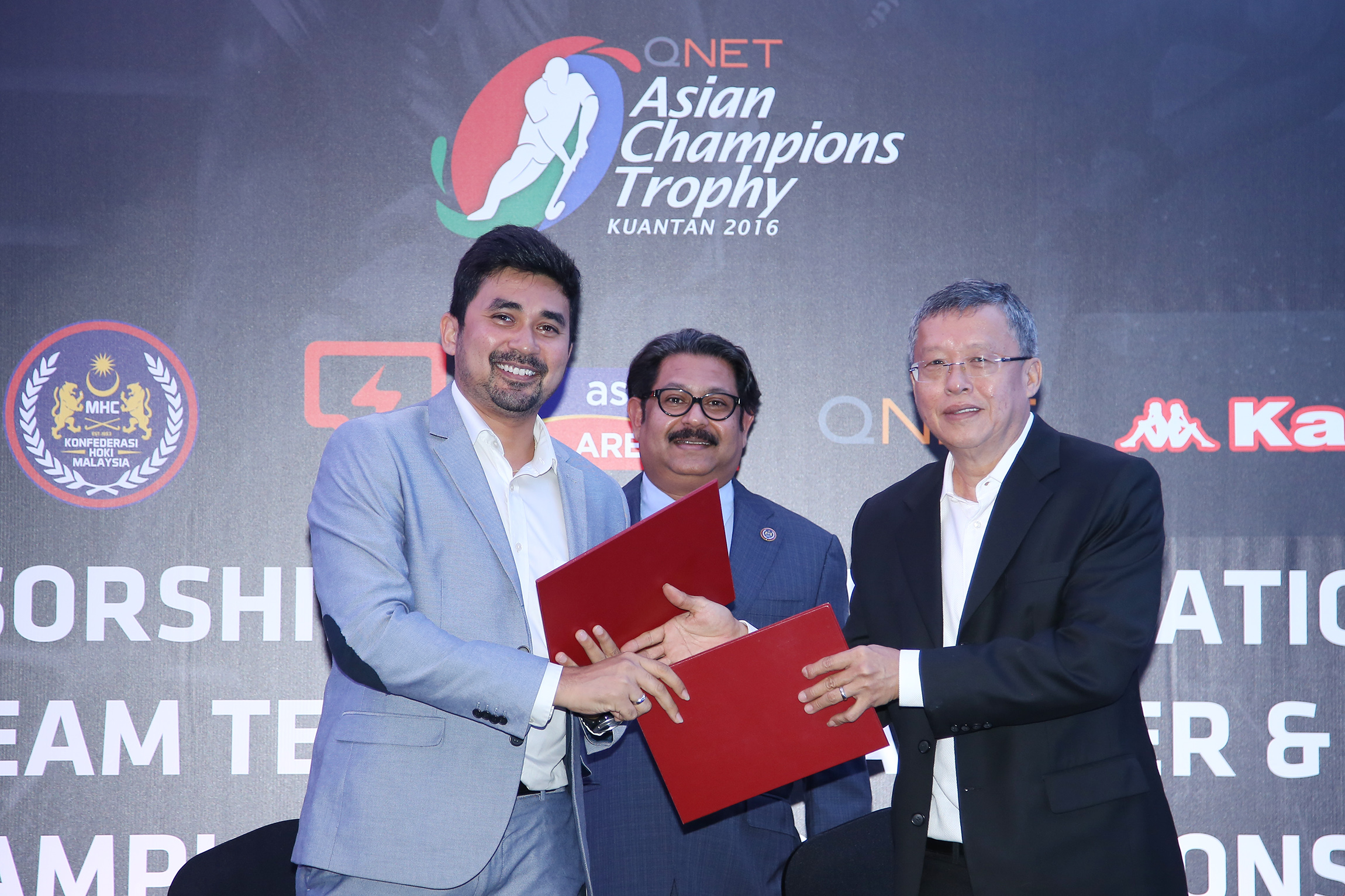 MHC Chief Executive Officer, Logan Raj (left) exchanging the MoU documents with Mohd Afiq Tam Abdullah (right), Managing Director of Novature Sdn Bhd (Kappa Malaysia) as MHC President, Dato' Sri Subahan Kamal looks on during the Sponsorship of Malaysia National Team Technical Partner & Asian Championship Trophy Sponsorship Presentation in Kuala Lumpur today.