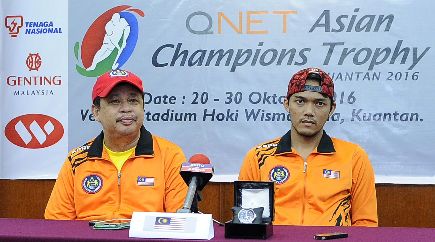 National Team coach, Stephen Van Huizen (left) and captain, Sukri Mutalib during the Pre-Match Press Conference in Kuantan, today.