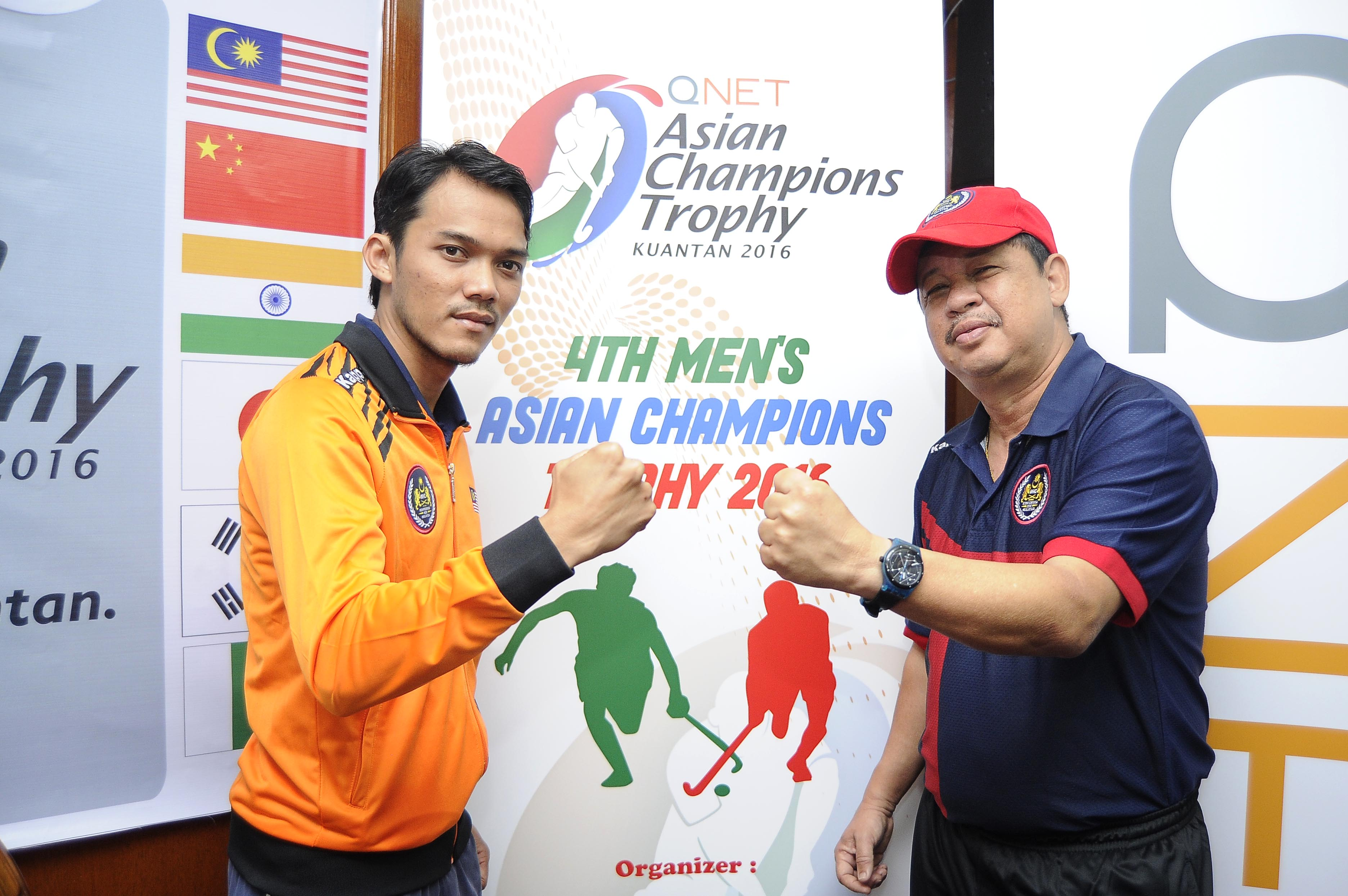 The National Team's head coach, Stephen Van Huizen (right) posing with captain, Shukri Mutalib after the Pre-Tournament Press Conference for the QNET 4th Men's Asian Champions Trophy 2016 in Kuantan today.