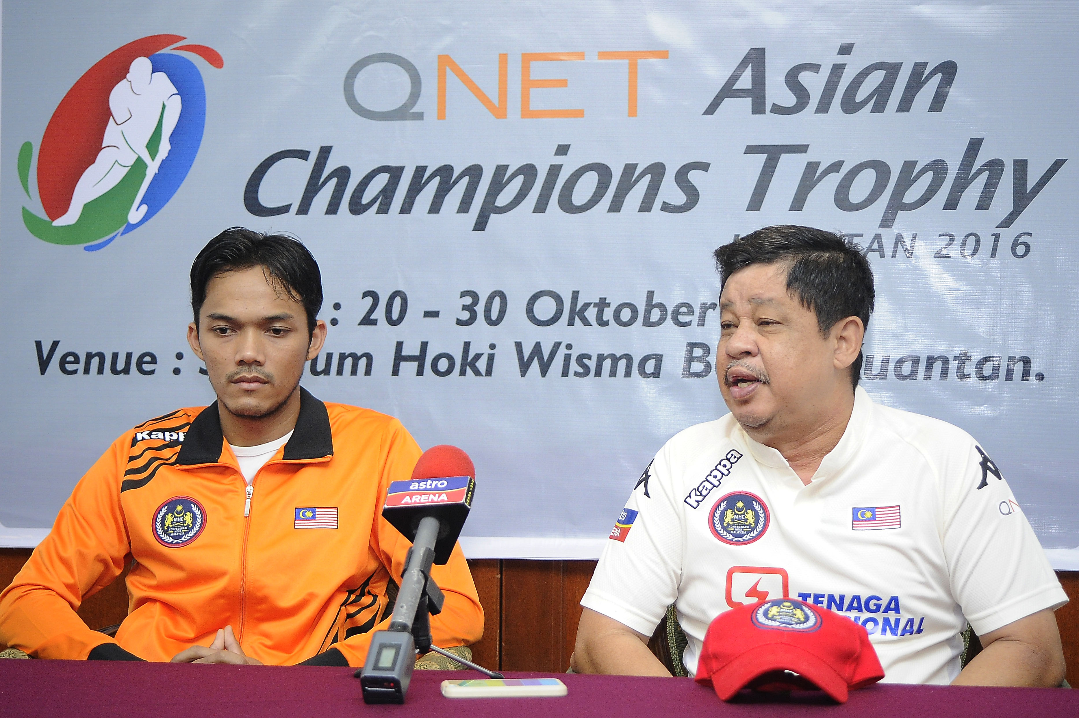 National Team coach, Stephen Van Huizen (right) and captain, Sukri Mutalib during the Pre-Match Press Conference in Kuantan, today.