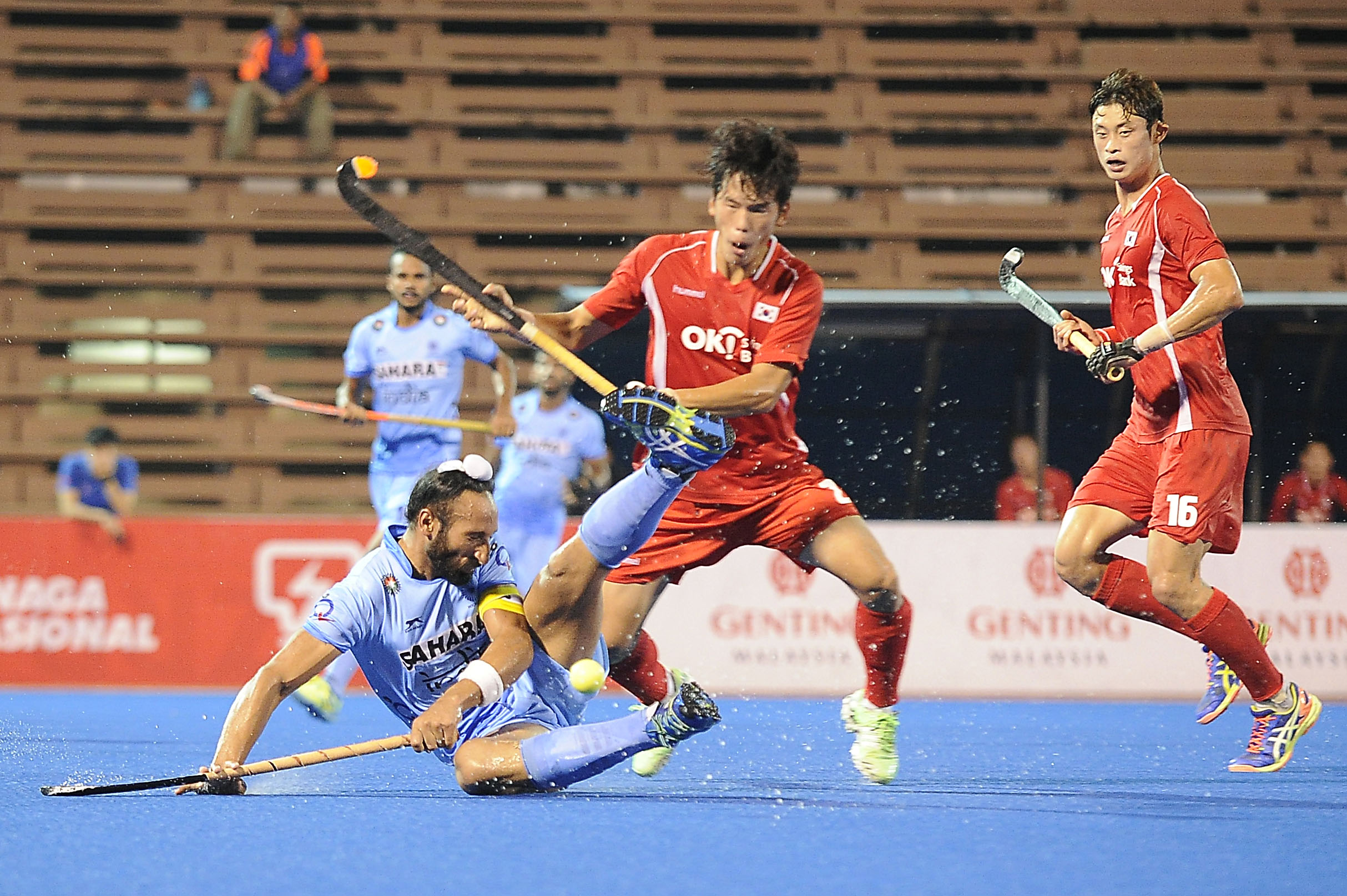 India's captain, Sardar Singh (left) in action against Korea during their QNET 4th Men's Asian Champions Trophy 2016 match at the Wisma Belia Hockey Stadium, Kuantan today. The match ended 1-1.